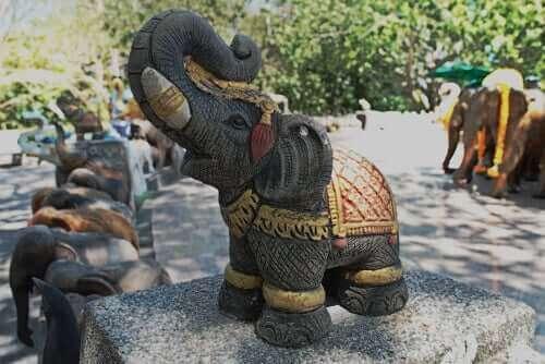 인간 문명 속 코끼리 역할은 어떻게 변했을까?